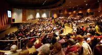 Un grup de persones en risc d?exclusió gaudiran dels espectacles del Centre Cultural Unnim