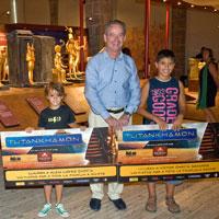 La mostra ?Tutankhamon, La tomba i els seus tresors? porta dues famílies a Egipte