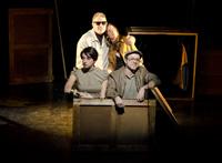 Quatre dramaturgs emergents presenten a la Sala Beckett quatre històries al voltant de la foscor, dirigides pel jove Joan Arqué