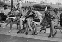La Fundació Foto Colectania presenta la sèrie 'Women are beautiful', de Garry Winogrand