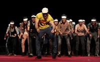 Vint-i-sis cantants/actors apropen l?òpera al públic amb l?espectacle Operetta
